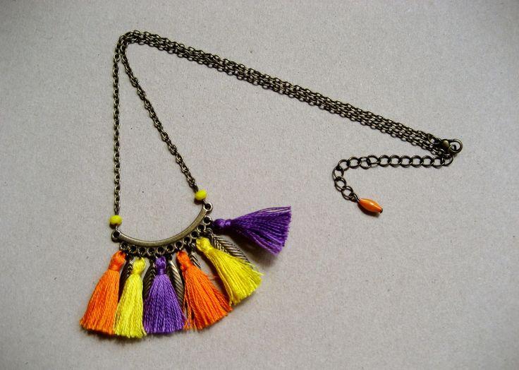 """Collier de la collection """"Les Tsiganes"""" pompons violets, jaunes et oranges : Collier par et-les-perles-danseront"""