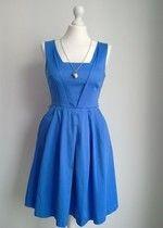 Niebieska elegancka rewlelacyjna sukienka rozkloszowana na wesele koktajlowa Oasis Asos modna
