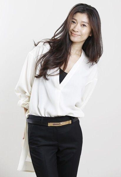 「オトナ女子」篠原涼子さんのイイ女ファッション③モノトーンは配色が重要!