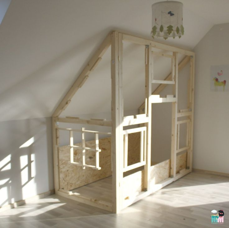 diy ein hausbett im kinderzimmer chellisrainbowroom hausbett selber bauen anleitung. Black Bedroom Furniture Sets. Home Design Ideas