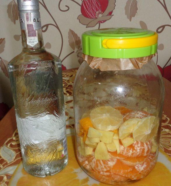 Bardzo smaczna, delikatna w smaku, nalewka na mandarynkach. Pierwszy raz robiłem nalewkę na owocach mandarynek, robimy ją troszkę ina...