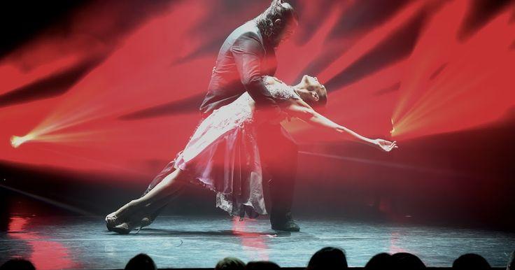 http://ift.tt/2m81MCr http://ift.tt/2lRXTPj  Este martes 28 de febrero a las 20 horas en la Sala Sinfónica del CCK la reconocida Mora Godoy y su compañía de bailarines presentan el espectáculo Bailando el tango Remix. El musical que recorre los diversos estilos del baile conjuga la sensualidad del arrabal con el lenguaje contemporáneo privilegiando la osadía como manifestación artística. Bailando el tango Remix cuenta con un set especial de éxitos de Bajofondo la prestigiosa agrupación…