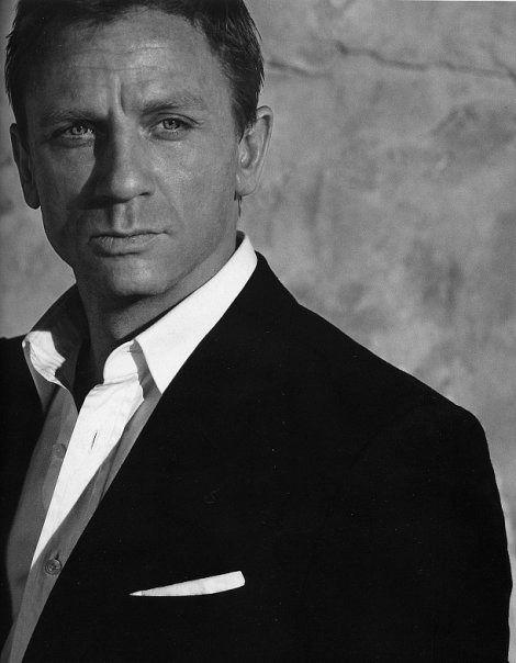 Daniel Craig as James Bond by N@ruto Kaari$