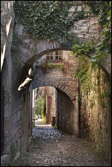 medievallove:  St-Cirq Lapopie St-Cirq Lapopie chose the most beautiful village 2012 in France by the French by Yvon Lacaille on Flickr.