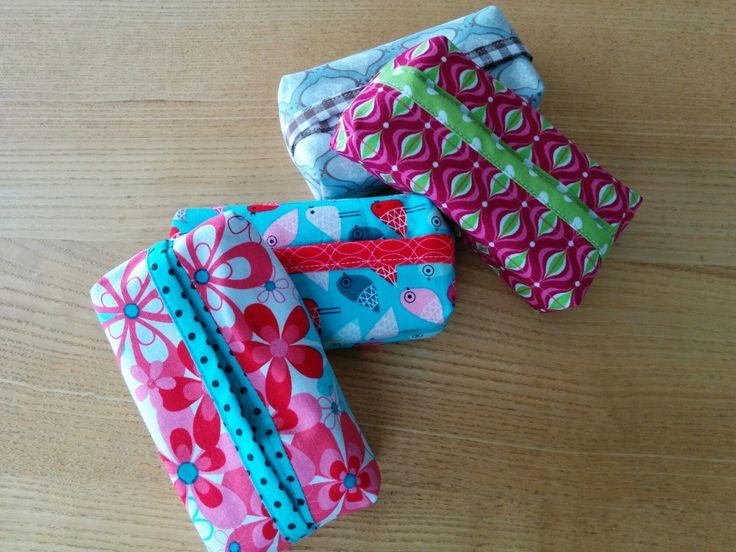 Taschentuchtaschen sind schnell genäht und ideal um kleine Stoffreste zu verwerten. Ich habe die Vorlage von Modage verwendet.