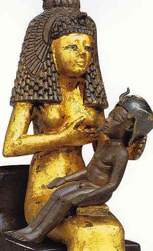 Estatua de Isis amamantando a Horus. Periodo Tardío. El Cairo, Museo Egipcio.