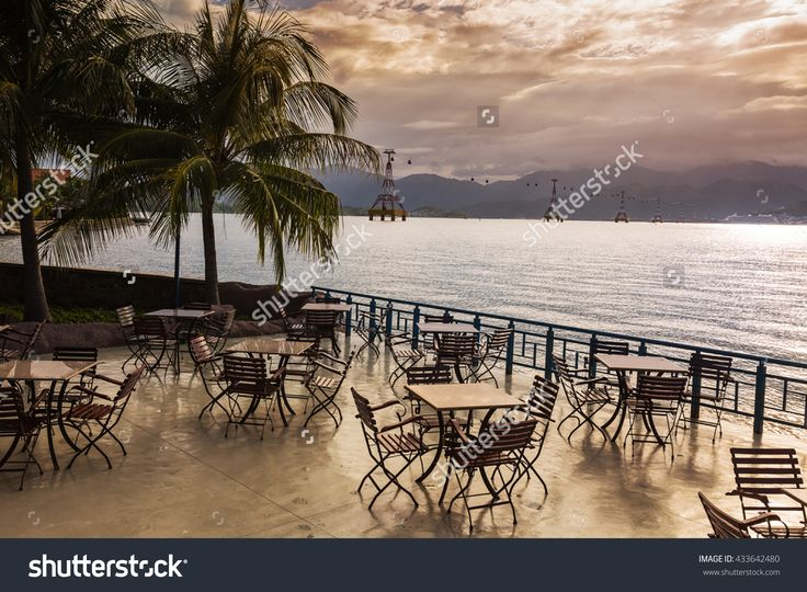 Cafe With Tables On A Background Of The Sea In Vietnam Stockfoto 433642480 : Shutterstock