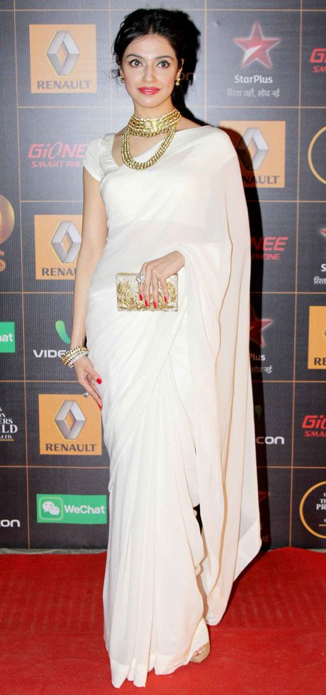 Divya Khosla in an off-white sari and golden accessories at the Star Guild Awards 2014. #Style #Bollywood #Fashion #Beauty