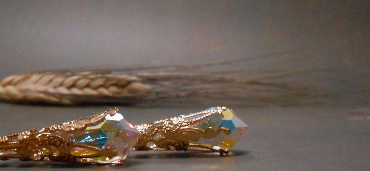 Aurora Boreale - Gocce di cristallo Swarovski - Orecchini lunghi in stile Vittoriano - Oro by Calliphorabeads on Etsy