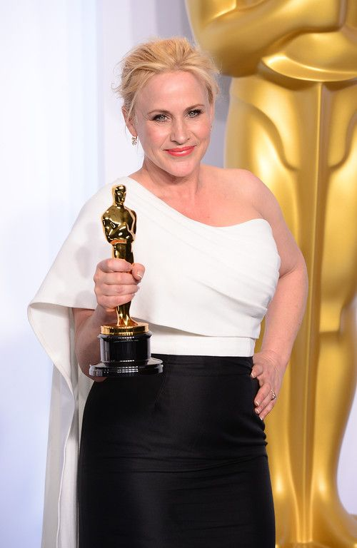 "Description of . Patricia Arquette poses backstage with the Oscar for best Actress in a Supporting Role for ""Boyhood"" at the 87th Academy Awards on Sunday, Feb. 22, 2015. (Photo by David Crane / Los Angeles Daily News)"