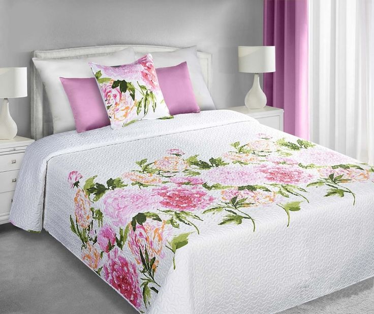 Narzuty dwustronne w kolorze białym na łóżko w różowe różyczki