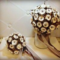 Bouquet sposa e portafedi interamente realizzati a mano.
