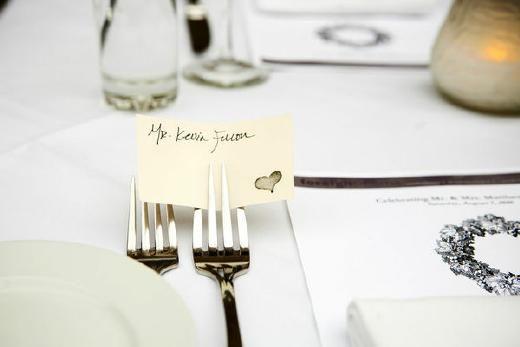 DIY: naamkaartje tussen vork! - Pinterested @ http://wedspiration.com.