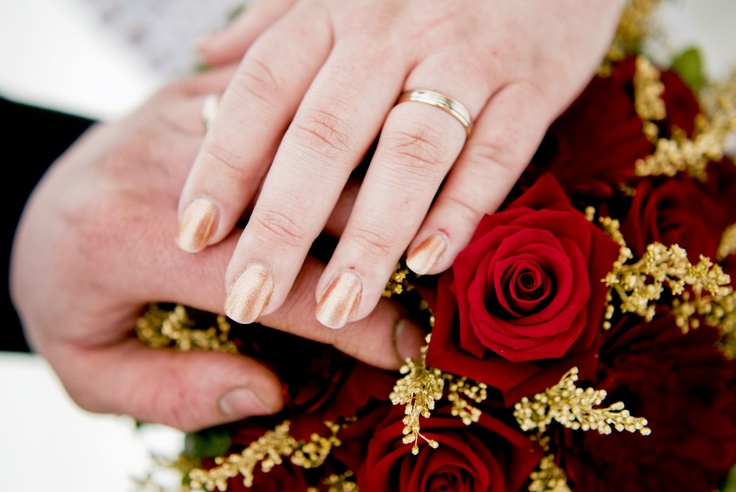 #Wedding, #Nails and #flowers #photo   Photo by Sofia Einebrant