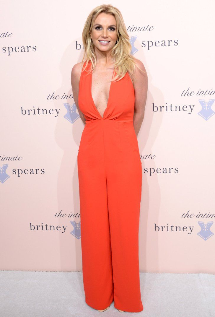 Pin for Later: 36 Signs Britney Spears Is Back, B*tch The cleavage has returned to the red carpet. She's got it, and she's going to flaunt it.