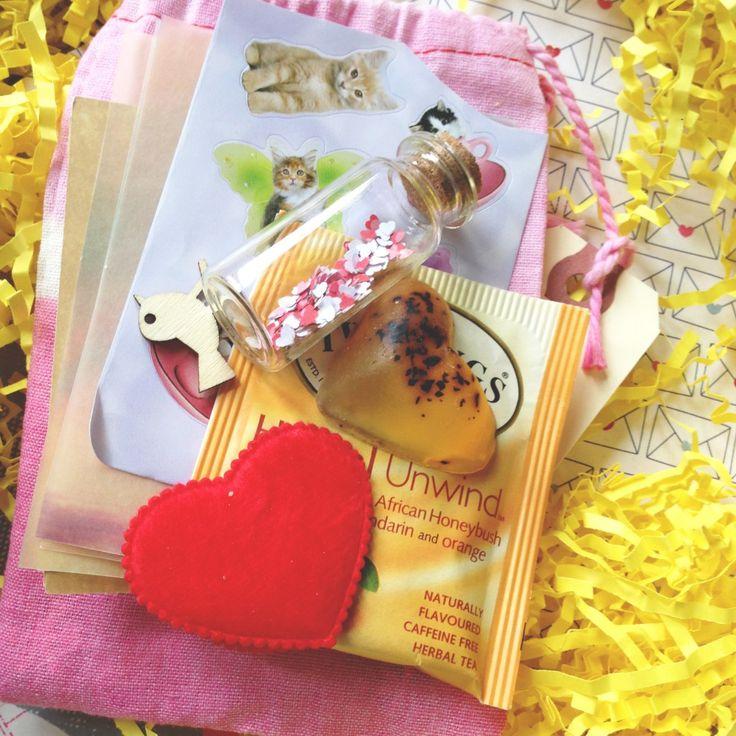 Kit di sopravvivenza Bad Day:  assemblare un kit di cose belle che possono aiutare il vostro partner a sentirsi meglio quando stanno avendo una brutta giornata. (Idea: la vostra caramella preferita, una poesia / storia, bagnoschiuma, un elenco di felici canzoni / film, ecc);