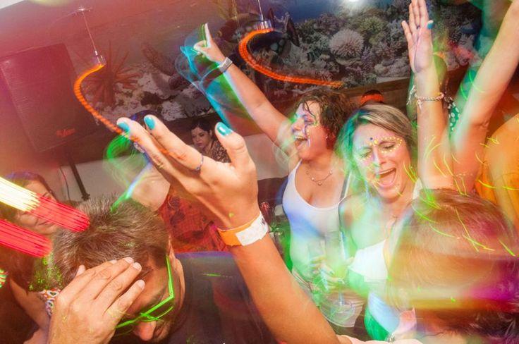"""O verão está indo embora, mas quem ainda pode curtir a estação na Praia do Leme, contará com um pós-praia com ritmo latino no Quiosque da Brahma. A festa Noches de Sol tem entrada Catraca Livre e começa no fim da tarde, Às 16h. O evento conta com o DJ peruano, Rayado e um setlista...<br /><a class=""""more-link"""" href=""""https://catracalivre.com.br/rio/agenda/gratis/praia-do-leme-tem-festa-latina-gratuita-no-pos-praia/"""">Continue lendo »</a>"""