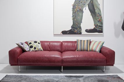Sofa Lorenzo red KARE + Studio Divani