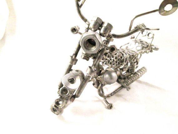 guzzi  Regalo per Biker Scultura in metallo  art di stevieacciaio