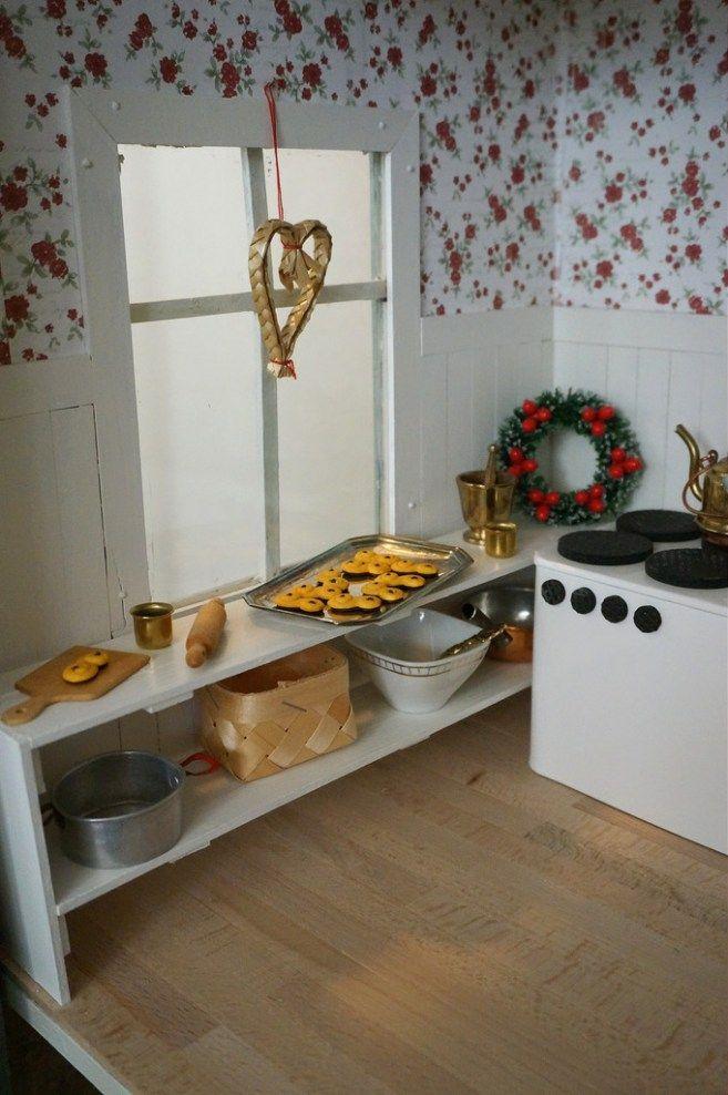 Sarah MacFie Blog - DIY DOLLHOUSE CHRISTMAS - DIY, dollhouse, kitchen, renovation, dollhouse inspiation, christmas, dockskåp, dockhus, gör-det-själv, kök, jul, renovering, maileg