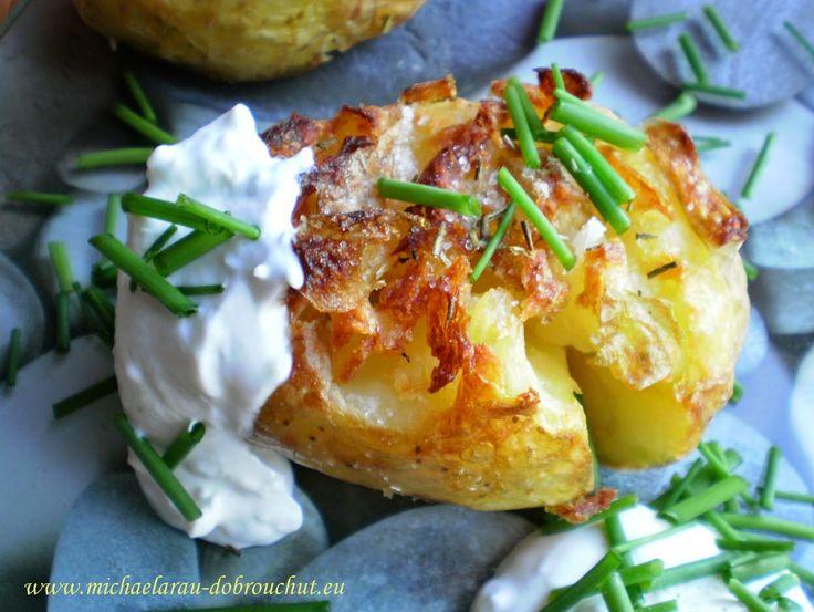 ZMÁČKLÉ BRAMBORY brambory tymián nebo rozmarýn sůl olivový olej tvarohový dip…