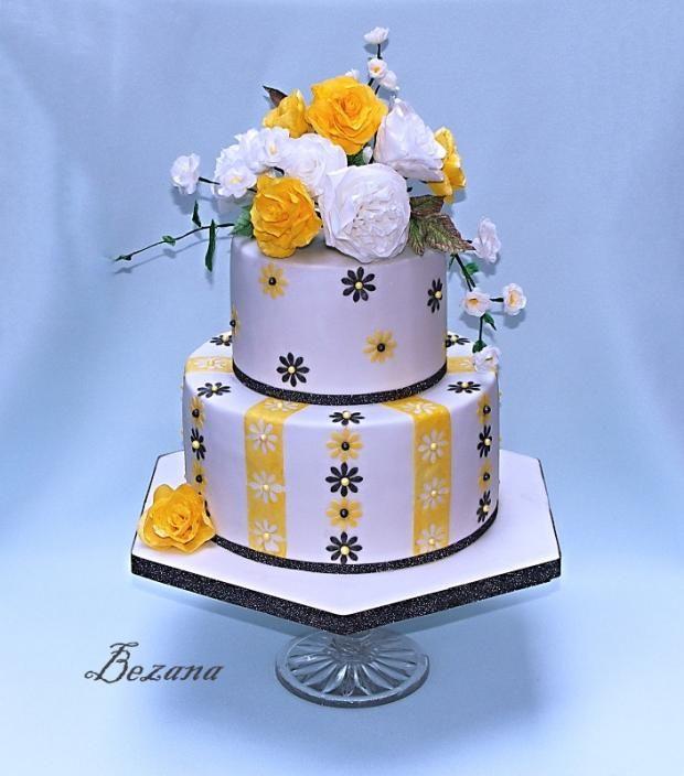 žlto biela s kvetmi z jedlého papiera