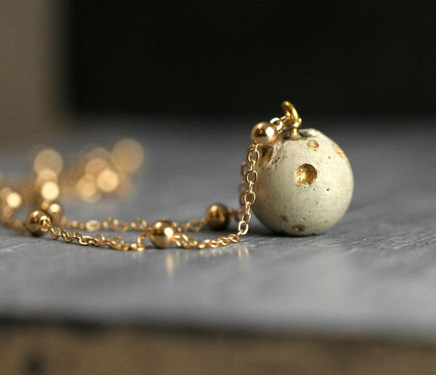 Kurze Kette: Kugel aus Beton mit goldenen Akzenten, Planetensystem / short necklace with concrete pearl and golden accents made by VillaSorgenfrei via DaWanda.com