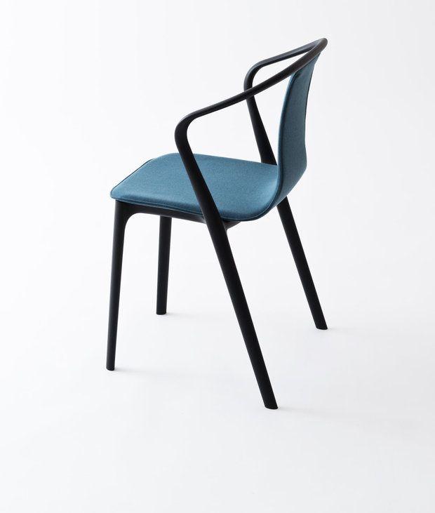 """Stuhl """"Belleville"""" ist aus Kunststoff und besteht aus zwei Komponenten – einer  Rahmenstruktur und einer Sitzschale. Der Entwurf stammt von Ronan und Erwan  Bouroullec."""