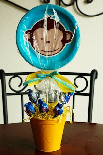 Bella Mia Soirees: Going Bananas for a Mod Monkey Party! Cute centerpiece!
