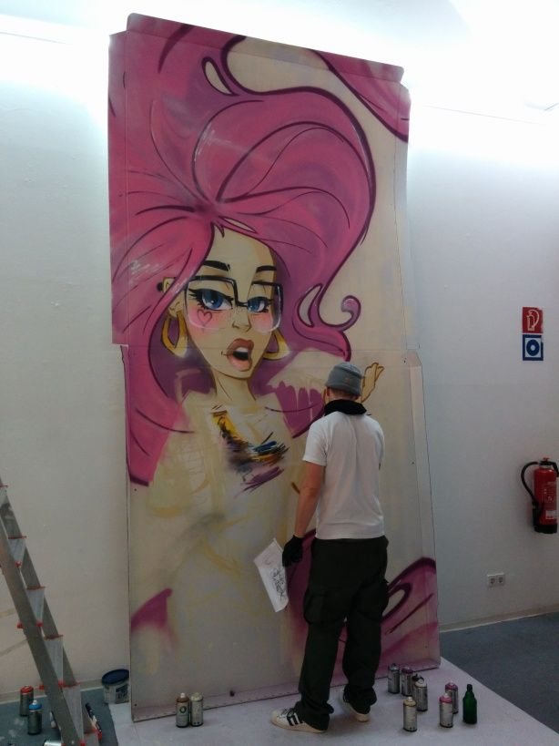 #graffiti artist #MaxRoche spraying a 4m tall woman on a #pizza box