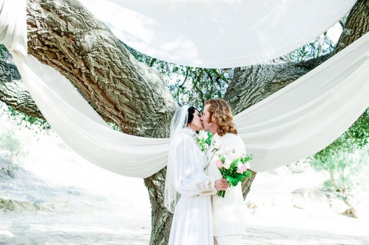 Officiant not in the first kiss picture