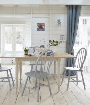 This Nostalgic Dining Table Is Just What You Need In Your Kitchen For Family