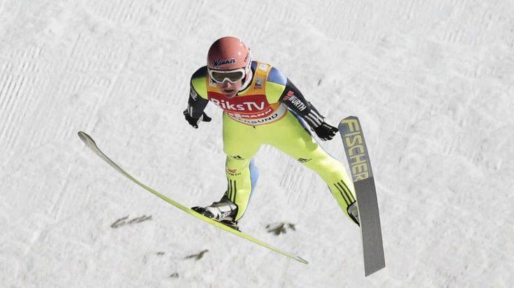 Was für ein Flug: Severin Freund verbesserte den deutschen Rekord – und gewann den Weltcup - In der Qualfikation schaffte Severin Freund (26) mit 238,5 Metern einen deutschen Rekord. Im zweiten Durchgang legte er dann mit 245 Metern noch mal nach. Damit gewann er den Weltcup mit 436,7 Punkten vor Fannemel (394,0) http://www.bild.de/sport/wintersport/skifliegen/norweger-anders-fannemel-verbessert-skiflug-weltrekord-39783646.bild.html