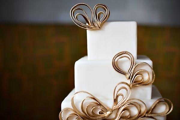 Simplistic Glamor Wedding Cake