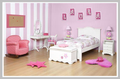 AMBIENTE NIÑA LAURA El sueño de habitación para las niñas que les encanta el rosado. Los diseños clásicos en los muebles con colores blancos transportan a su pequeña a un ambiente puro y tranquilo. El arcón, la cama, la mesa de noche, el escritorio tocador y la silla son una herencia de nuestro portafolio. Las decoraciones en rosado como las letras y el marco en el corcho le dan ese toque femenino que todas las mamás queremos para nuestras hijas. Dado que puede escoger el color que desee…