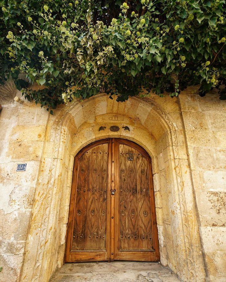 . Good morning. . Kapalı kapılar ardında kaldı  Aşk  Kilitli anahtarı kırık kapılar ardında  Gri oldu siyah oldu unutuldu. by erdemsilay