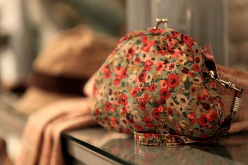 Floral kisslock clutch? Yes please!