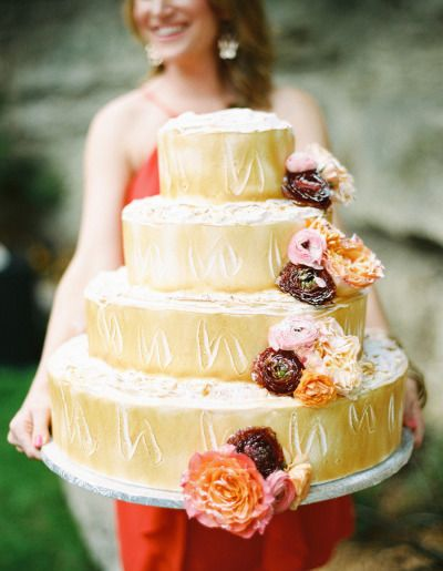A very large cake: http://www.stylemepretty.com/2013/07/01/backyard-dallas-wedding-from-ryan-ray-photography/ | Photography: Ryan Ray - http://ryanrayphoto.com/