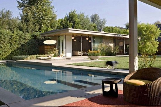 Love the elongated steps in this mid century modern pool.