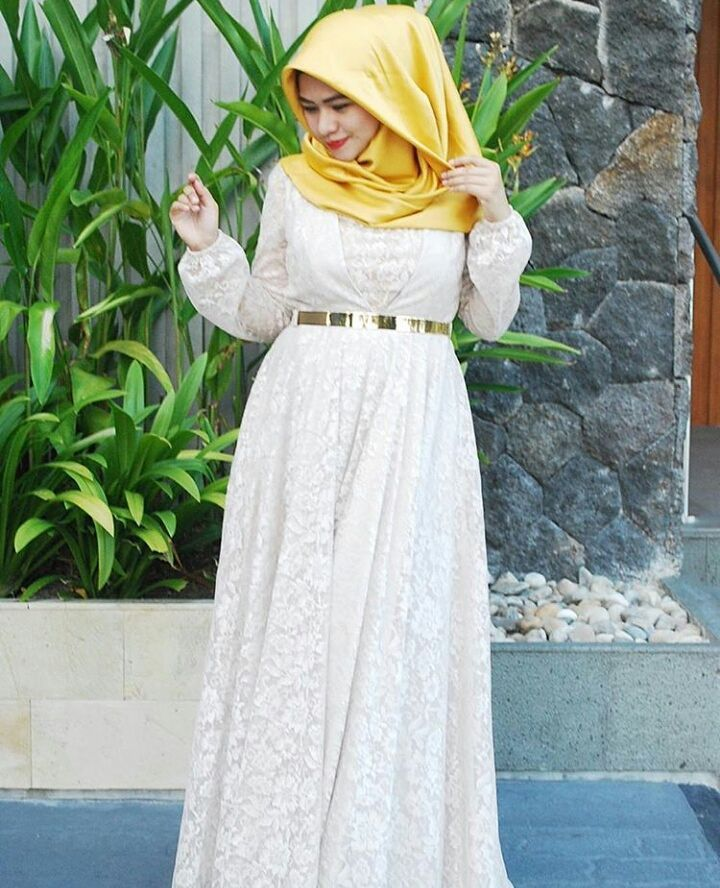 Goodmorning #ALady from @miraherawati Stole her beautiful look! get the #AngelaDress too because is now on special discount 'cause we celebrating #byAyuDyahAndariAnniversary2016 _____________________________________________ Ayu Dyah Andari Sale Up to 25% until 29 February 2016 grab it fast ! (for our ready stock product at @thelady_id also online chat our team @byayudyahandari_sale ) #byAyuDyahAndariAnniversary2016 by byayudyahandari