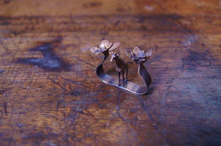 anillo, plata patinada, bronce
