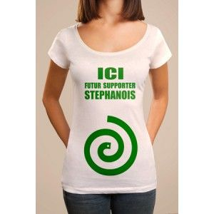 """T-shirt grossesse """"Ici, futur supporter Stéphanois"""". T-shirt personnalisé manches courtes, col rond aux couleurs de Saint-Etienne. T-shirt pour femmes enceintes fans de l'ASSE."""