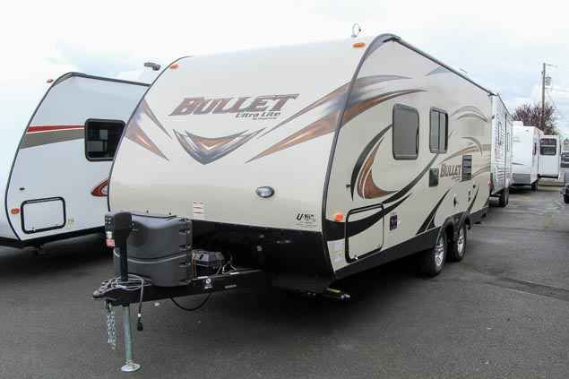 2016 Used Keystone BULLET Travel Trailer in Washington WA.Recreational Vehicle, rv, 2016 KEYSTONE BULLET, This used 2016 Keystone Bullet 204 RBS is equipped with a flat screen TV in the entertainment center and a U-shaped booth dinette for dining and additional sleeping quarters. The kitchen in this RV is equipped with a double bowl sink, a stove top with an oven below, microwave, and double door wood panel refrigerator. Furthermore, this Keystone Travel Trailer has a private bath with an…