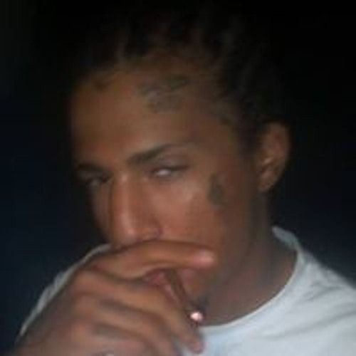 BEEN RAPIN FOE A WHILE, IM DAT NIGGA WHEN IT CUM 2 OFF THA TOP FREESTYLE BUT I JUSS STARTED TRYNA EDIT MY OWN SHYT SO BARE WIT ME