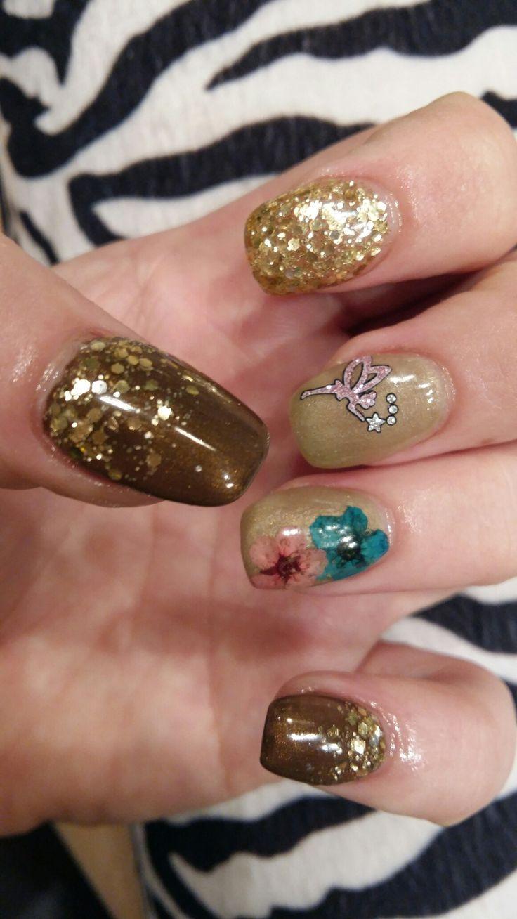 Fairy & Flowers sparkle gel nail