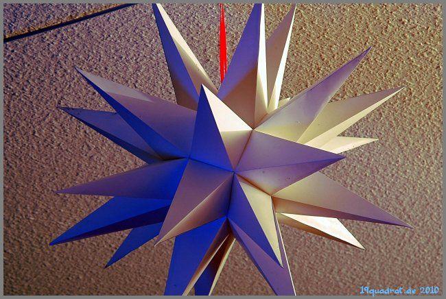 Jetzt haben wir einen schönen Herrnhuter Stern im Wohnzimmer zu hängen, den wir uns komplett selber gebaut haben.