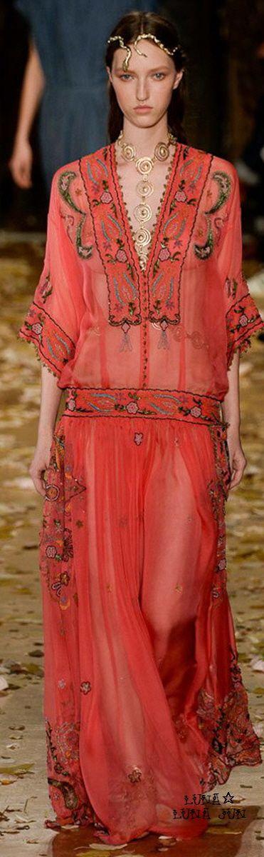 #Farbbberatung #Stilberatung #Farbenreich mit www.farben-reich.com Valentino Spring 2016 Couture