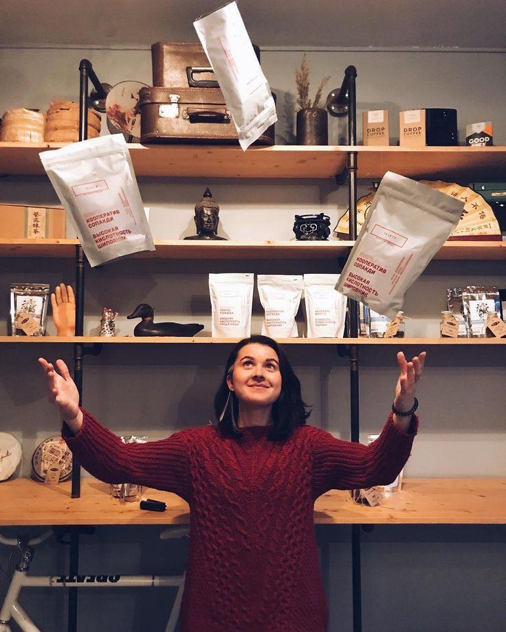Приехали Ададо Сулавеси и Конго от @chernyicooperative это последние пачки - это плохо но сейчас зерна много и это хорошо Можно купить пачку другую понравившегося зерна и конечно попить в альтернативе и эспрессо.  # #coffee #blackcoffee  #filteredcoffee  #butfirstcoffee  #coffeeculture  #coffeegram  #coffeeshots  #instacoffee #vscocoffee  #manualbrewonly #pourover  #pourovercoffee #blackcoffeeonly  #manualbrew  #coffeedrip #thirdwavecoffee  #manmakecoffee #masfotokopi  #alternativebrewing…