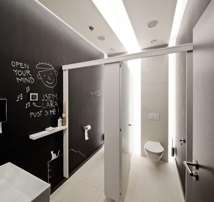 Toalety odpovídají současným standardům.