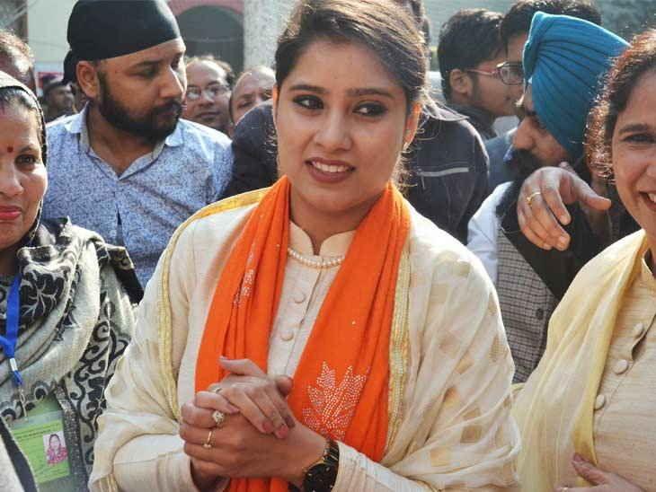 भाजपा की नीतियों और अपने पिता जी की ईमानदारी पर जीती हूं : अवनीत कौर |  Panipat, Fashion, Saree